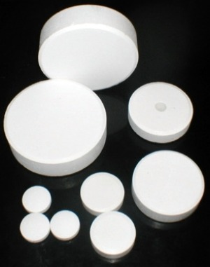 pool chlorine tablets, pool chlorine, chlorine tabs, pool water chemistry, chlorine safety, saltwater pools, swimming pool care maintenance, pool water maintenance, inground pool maintenance