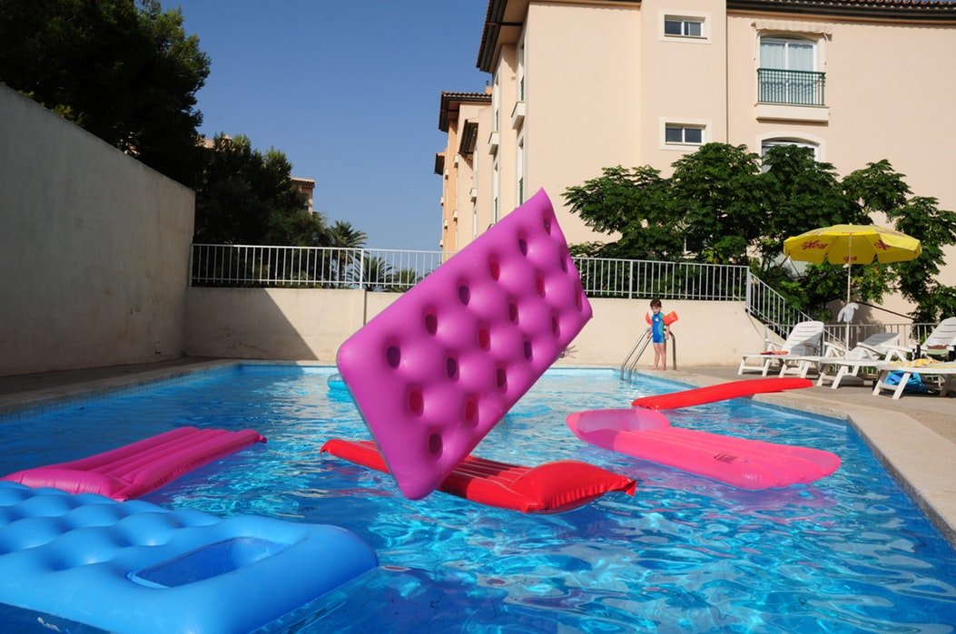20 Swimming Pool Games: Fun For Kids and Adults.