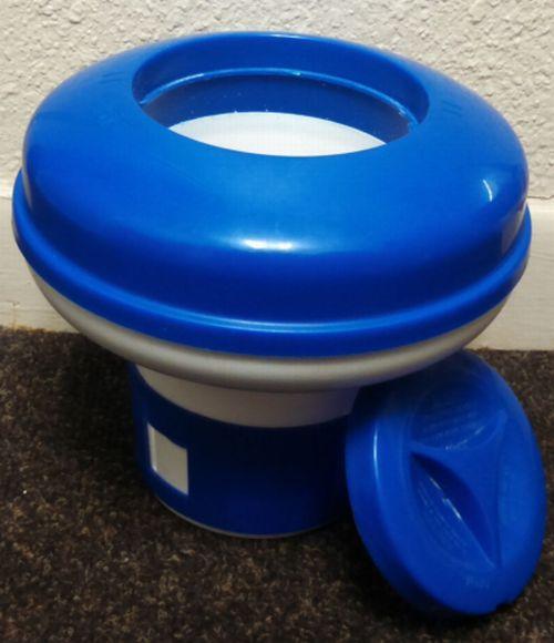 Swimming pool chlorine tablets pucks tabs pool water - How to put chlorine in swimming pool ...