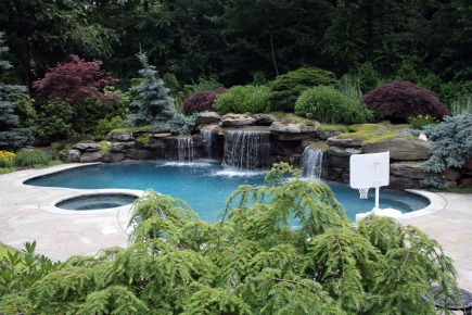 Swimming pool landscaping ideas pictures backyard rocks for Pool landscaping pictures