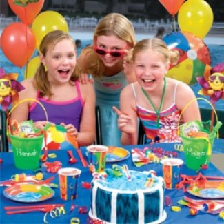 Swimming pool party ideas and games for children adults and teens for Swimming pool games for kids ideas